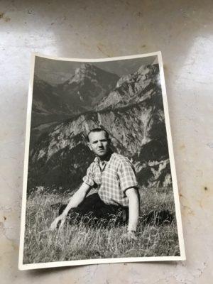 Onkel Gustl als junger Mann in seinen geliebten Alpen